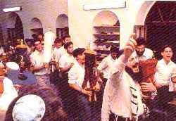 Праздник Симхат Тора, танцы с Торой.